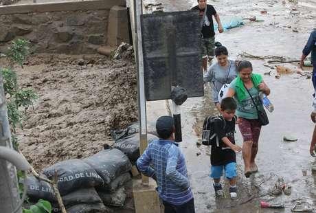Disponen 2 horas de tolerancia para trabajadores afectados por lluvias
