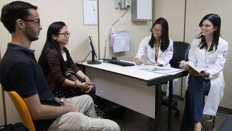 Médicos afirmam que o casal é disciplinado e se ajuda durante tratamento de doenças raras