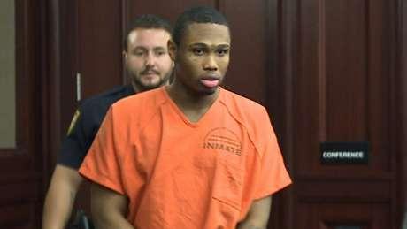 Aos 25 anos, James Rhodes recebeu duas penas de prisão perpétua e outra de 20 anos