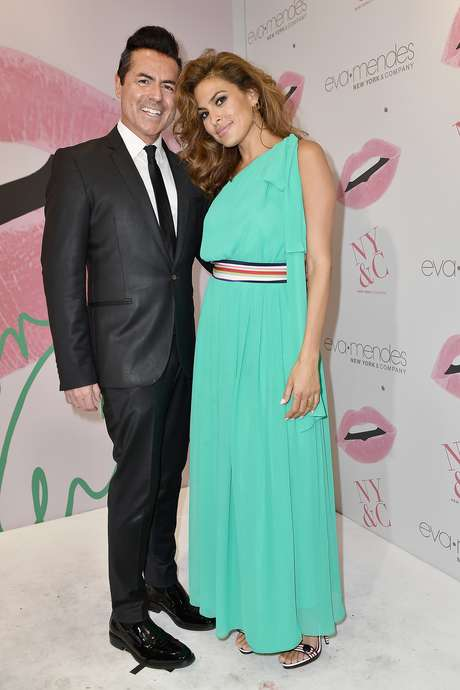 Eva Mendes y Greg Scott, CEO de New York & Company.