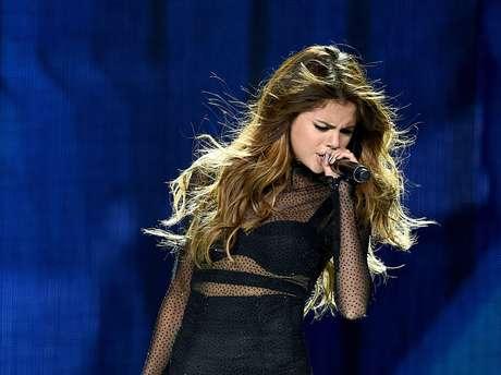 Las presentaciones en vivo no le hacían bien a Selena Gomez.
