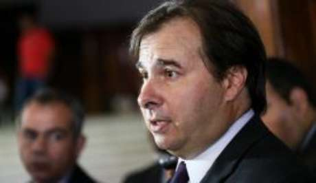 O presidente da Câmara dos Deputados, Rodrigo Maia, admitiu a possibilidade de colocar em votação um projeto tratando da anistia ao caixa 2