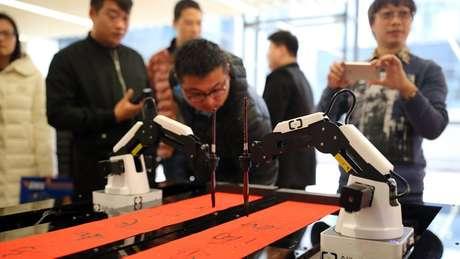 Robôs já são capazes de executar tarefas com precisão, mas ainda precisam ser programados