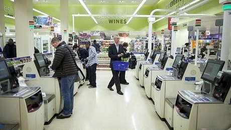 Máquinas inteligentes podem executar cada vez mais tarefas antes reservadas aos humanos, como caixa de supermercado