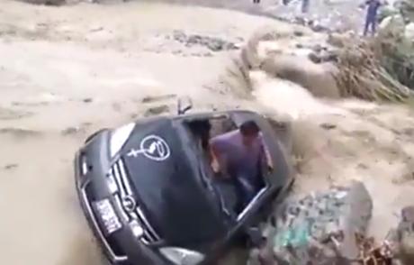 Hombre fue arrastrado por la corriente del río Cañete.