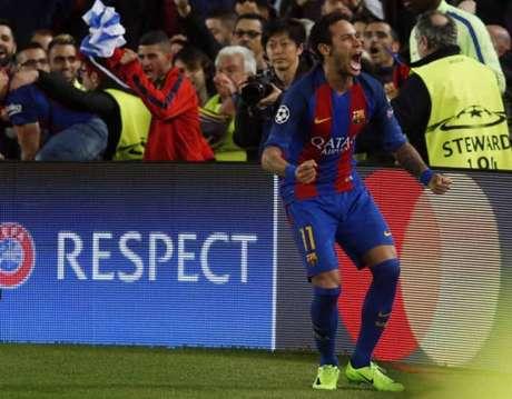 Neymar pode retornar a campo neste domingo (Foto: PAU BARRENA / AFP)