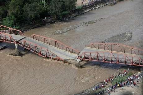 Queda da ponte sobre o rio Virú, no Peru