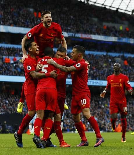 Milner marcou o gol do Liverpool, em cobrança de pênalti sofrido por Firmino