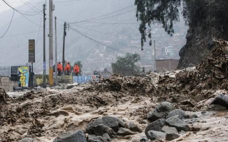 Mininter presenta el primer reporte de hoy de 31 vías bloqueadas, restringidas y cerradas por el desborde de ríos y huaicos a escala nacional.