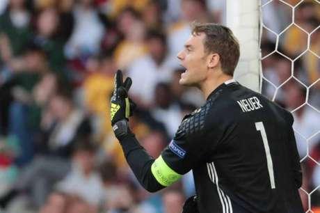 Neuer segue em Munique para tratamento (Foto: Kenzo Tribouillard / AFP)