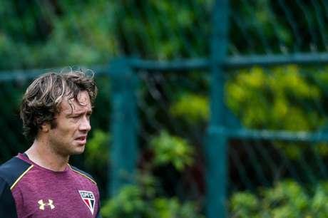 Lugano em treino do São Paulo (Foto: Marcello Zambrana/AGIF/Lancepress!)