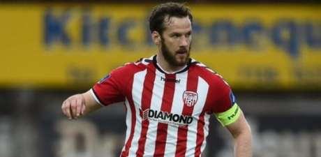 Ryan McBride estava no Derry City FC desde 2011(Foto: Divulgação/Federação Irlandesa de Futebol)