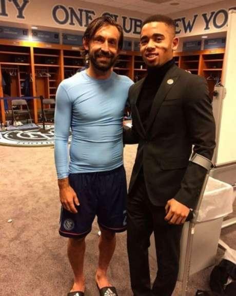 Jesus posa ao lado de Pirlo em vestiário do New York FC (Foto: Reprodução / Instagram)
