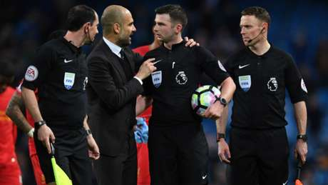 City reclamou com o árbitro Michael Oliver (Foto: AFP)