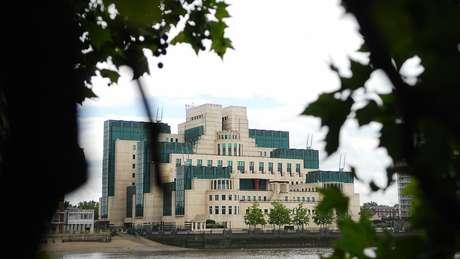 Sede do MI6 em Londres, às margens do rio Tâmisa