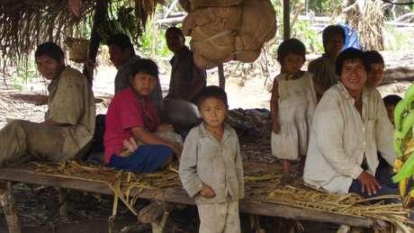 Tsimane caçam, pescam e cultivam alimentos ao longo do rio Maniqui, na Amazônia