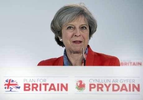 La primera ministra de Gran Bretaña, Theresa May, interviene en el Conservative Spring Forum en Cardiff, el 17 de marzo de 2017. Gobierno británico anunció el 20 de marzo de 2017 que activará el Artículo 50 para dejar la UE el próximo 29 de marzo.