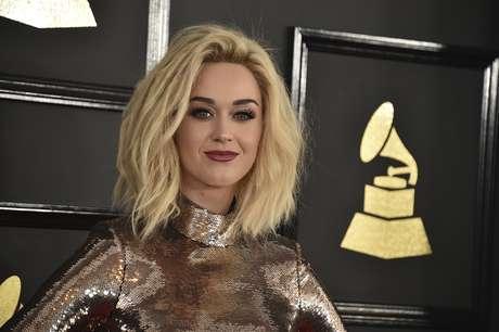 """En esta foto del 12 de febrero del 2017, Katy Perry llega a la ceremonia de los premios Grammy en el Staples Center de Los Angeles. Al aceptar un premio de la Human Rights Campaign el 18 de marzo del 2017 en Los Angeles, Perry dijo que """"rogaba no sentirse gay"""" durante su """"adolescenia inconsciente""""."""