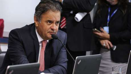 PSDB defende voto distrital misto, como o alemão, segundo Aécio Neves; PT, que defendia lista fechada, teve aumento de apoio ao sistema misto