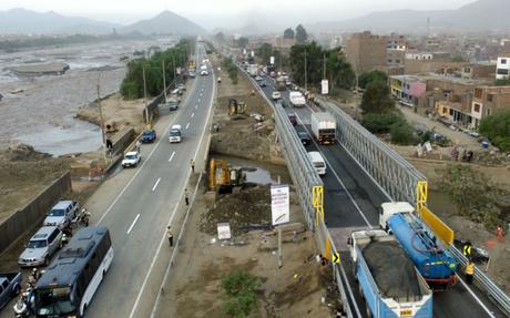 Restringen tránsito vehicular en autopista Ramiro Prialé en sentido Lima-Chosica.