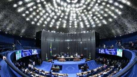 Atual sistema brasileiro estimula campanhas mais caras e competição entre candidatos do mesmo partido ou coligação