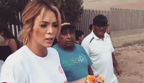 Sheyla Rojas pasa susto mientras entrevista a damnificados por los huaicos.