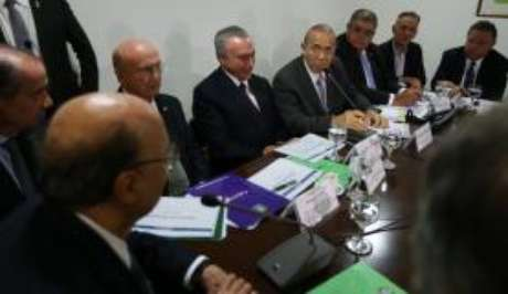 Em reunião, o presidente Michel Temer pede que ministros  intensifiquem o debate sobre a reforma da Previdência em suas bases partidárias