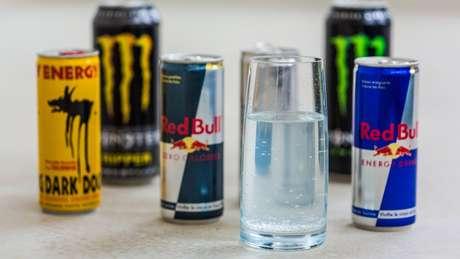 """Efeito estimulante de energéticos poderia """"mascarar"""" ação do álcool"""