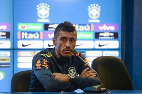 Paulinho conversa com a imprensa após treino da Seleção Brasileira no CT do Corinthians, em São Paulo