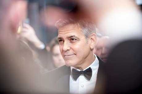 George Clooney visita a una anciana fan por su cumpleaños