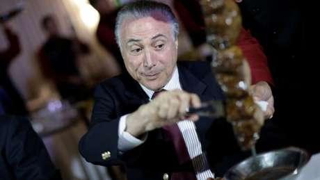 Em ofensiva de comunicação dois dias após operação da PF, presidente Michel Temer levou representantes de importadoras de carne a churrascaria
