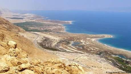 Margens vão crescendo à medida que o Mar Morto encolhe de tamanho