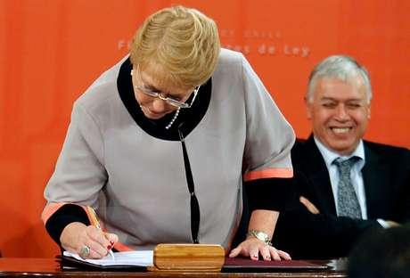 Bachelet firmó proyecto de ley que crea el Servicio Nacional Forestal