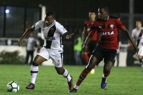 Atacante colombiano fez sua estreia no jogo de ida contra o Vitória (Foto: Paulo Fernandes/Vasco.com.br)