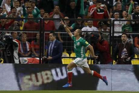 Javier Hernández festeja tras abrir el marcador para México en el partido contra Costa Rica por las eliminatorias del Mundial en Ciudad de México, el viernes 24 de marzo de 2017.