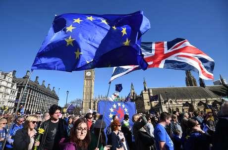 Milhares de ingleses tomaram as ruas de Londres em manifestação contra o Brexit