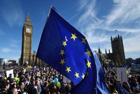 Milhares de pessoas vão às ruas de Londres contra o Brexit