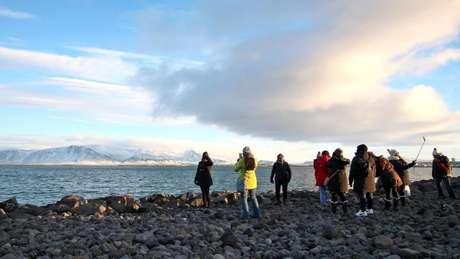 A população da Islândia é de 330 mil pessoas ; país recebeu mais de 1,5 milhão de turistas em 2016