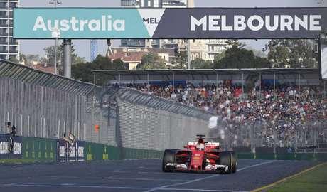 Vettel rompe la sequía de Ferrari, gana el GP de Australia