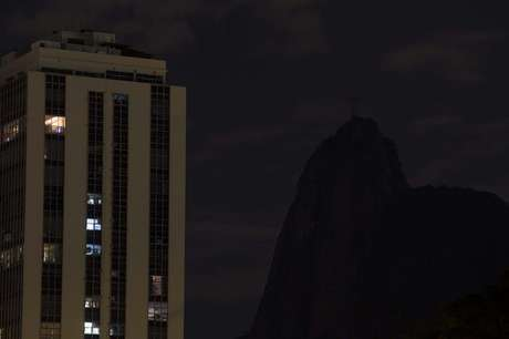 A iluminação do Cristo Redentor, no Rio de Janeiro, foi desligada durante a Hora do Planeta