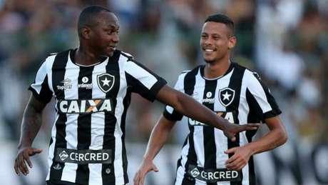 Sassá bateu pênalti sofrido por Fernandes e fez seu segundo gol na temporada (Foto: Vitor Silva/SSPress/Botafogo)
