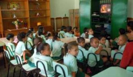 Entre as famílias que ficam com as crianças em casa, 45,2% teria interesse em matriculá-las em uma creche ou escola