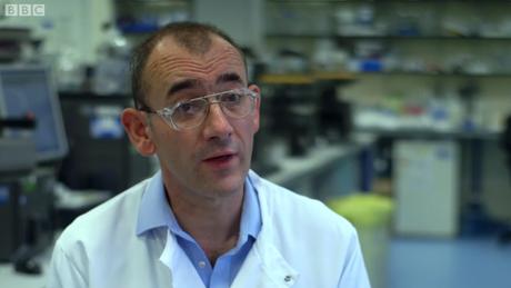Médicos como Alastair Henry investigaram por anos a doença que afeta Tim