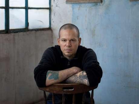 En esta foto del 5 de diciembre del 2013, René Pérez Joglar, también conocido como Residente de Calle 13, posa para un retrato en el poblado cisjordano de Beit Shaour, cerca de Belén. El álbum homónimo de Residente, su primero en solitario, sale a la venta el viernes 21 de marzo del 2017.