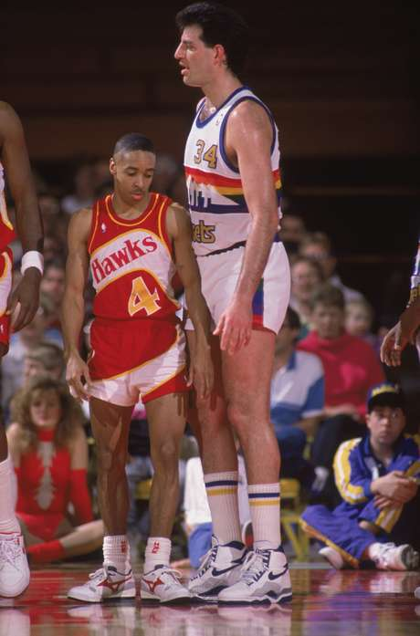 """Anthony Jerome """"Spud"""" Webb no sólo media 1.68 metros, para ser uno de los más pequeñitos, además, se convirtió en el jugador más bajo en ganar un concurso de clavadas, esto en 1986"""
