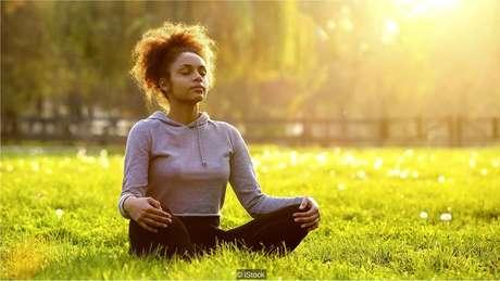 A meditação e técnicas de atenção plena e relaxamento se popularizaram em meio ao ritmo frenético de hoje - e se tornaram grandes negócios