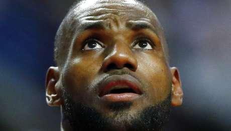 LeBron hace historia en la NBA, pero los Cavaliers siguen por mal camino