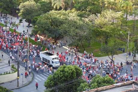 Concentração na Praça da Assembleia, em Belo Horizonte (MG)
