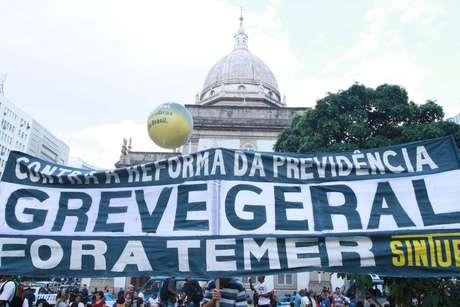 Concentração na Candelária, no Rio de Janeiro (RJ)