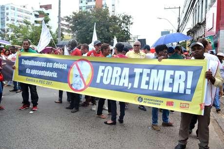 Protesto contra a reforma da Previdência na Praça Joana Anjelica, em Salvador (BA)